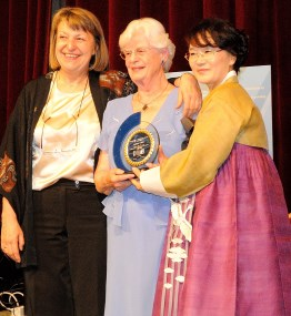 Vera - Irene Aegerter erhält den WiN Global Honorary Award